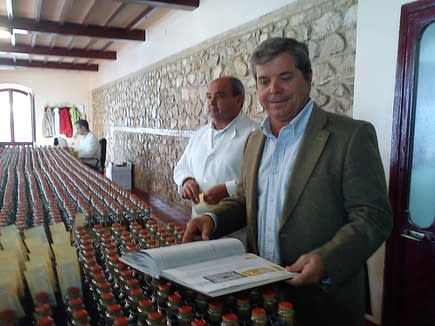 profiles-the-nunez-de-prado-obession-with-perfection-olive-oil-times-felipe-nunez-de-prado-oversees-the-handlabeling-of-flor-de-aceite